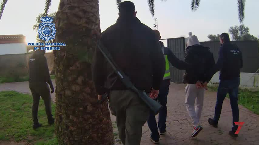 "Detenidos dos peligrosos ""atracanarcos"" que se hacían pasar por policías"