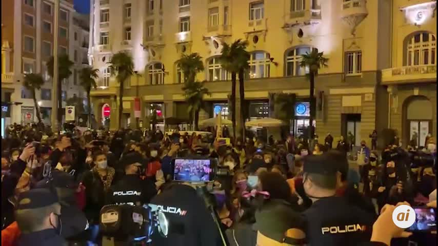 Policía y feministas protagonizan momentos de tensión en una manifestación no autorizada