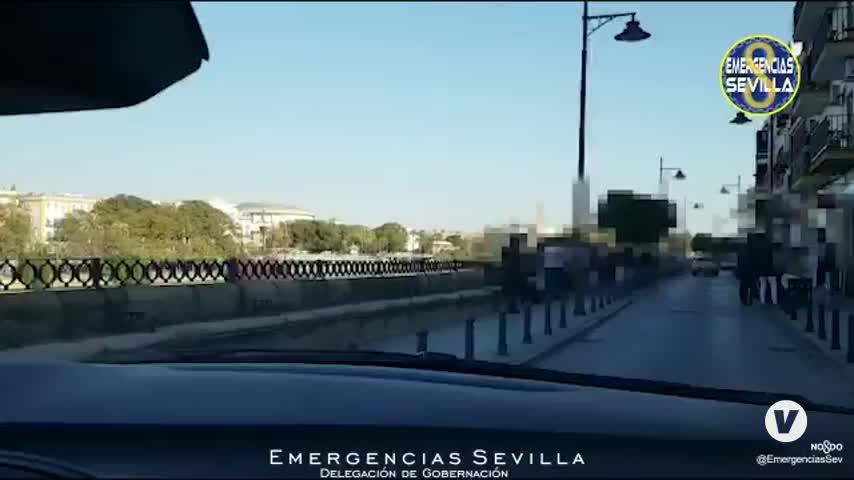 Precintado un bar en Sevilla con 80 personas en su interior y más de 60 en la calle