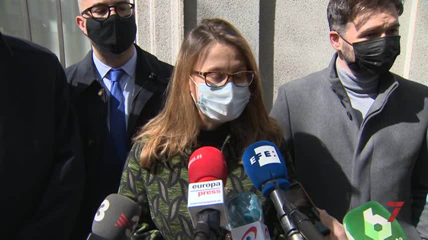 El juez deja en libertad a la exconsellera Serret y la cita el 8 de abril