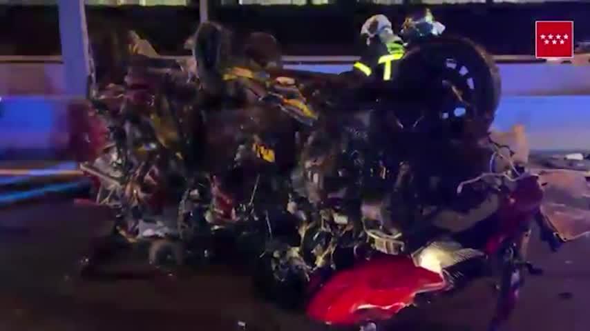 Dos conductores mueren al colisionar un vehículo contra un 'kamikaze' en Madrid