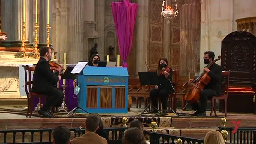 La Pasión comienza tras el concierto cuaresmal solidario en la Catedral de Cádiz