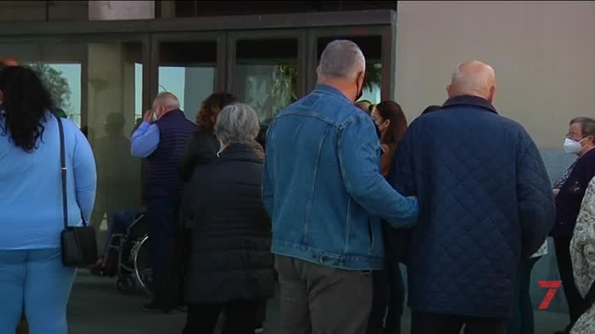 Unas 300 personas de entre 77 y 79 se vacunan en el Palacio de Congreso de Cádiz