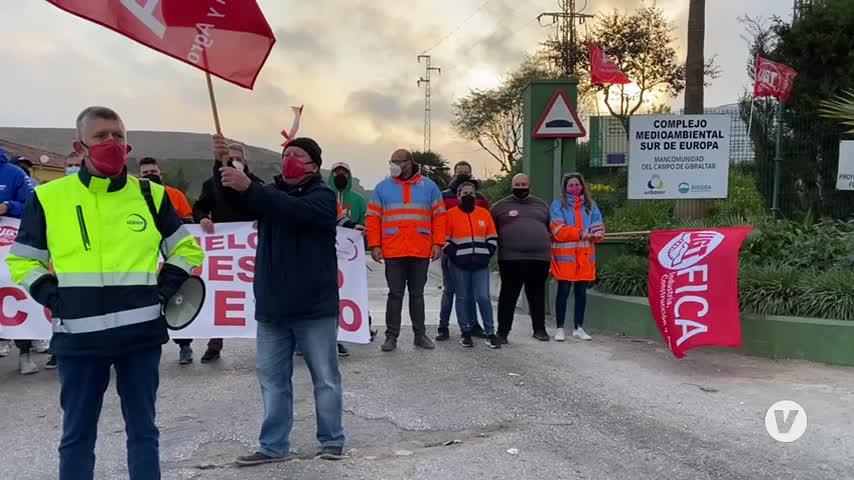 Primera jornada de huelga en el vertedero de Los Barrios de empleados de Urbaser