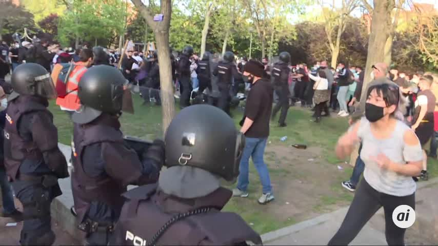 Cargas policiales a la llegada de los líderes de VOX a Vallecas