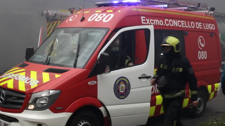 El incendio del Polígono de O Ceao, en Lugo, controlado pero activo en una nave