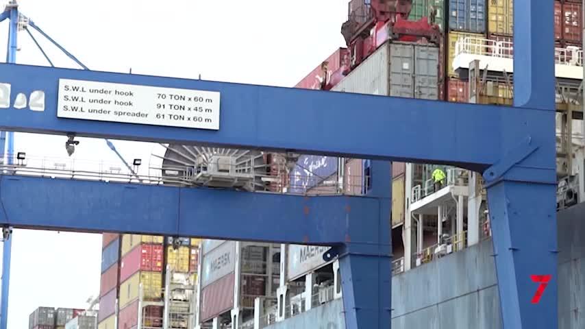 El puerto recibe cinco portacontenedores tras la saturación en el Canal de Suez