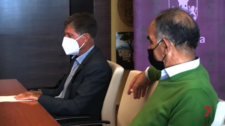 El alcalde recibe a la nueva junta directiva del Motoclub Chiclanero