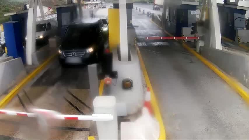 Interceptan en Estepona tras una persecución tres coches robados en Madrid