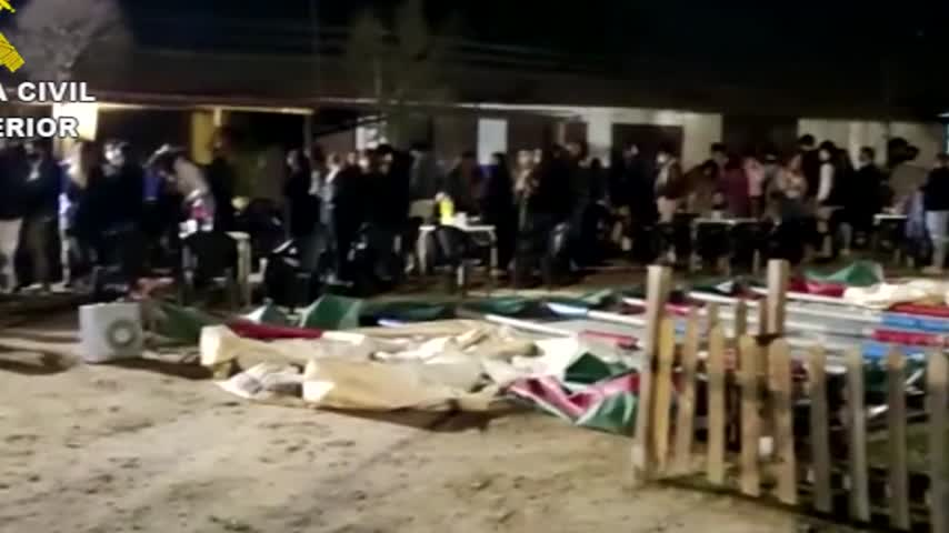 Desalojan en Madrid una macrofiesta universitaria con 400 estudiantes