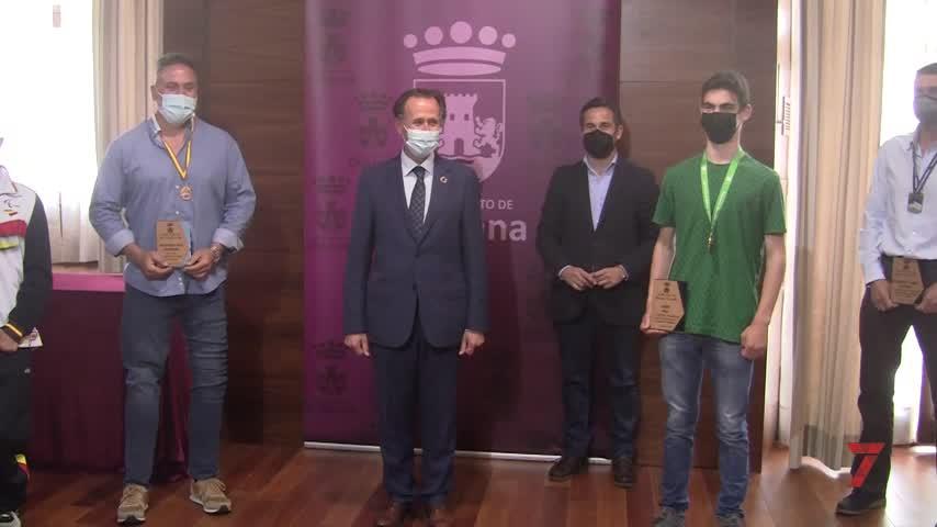 El Ayuntamiento rinde un merecido homenaje a cinco deportistas chiclaneros
