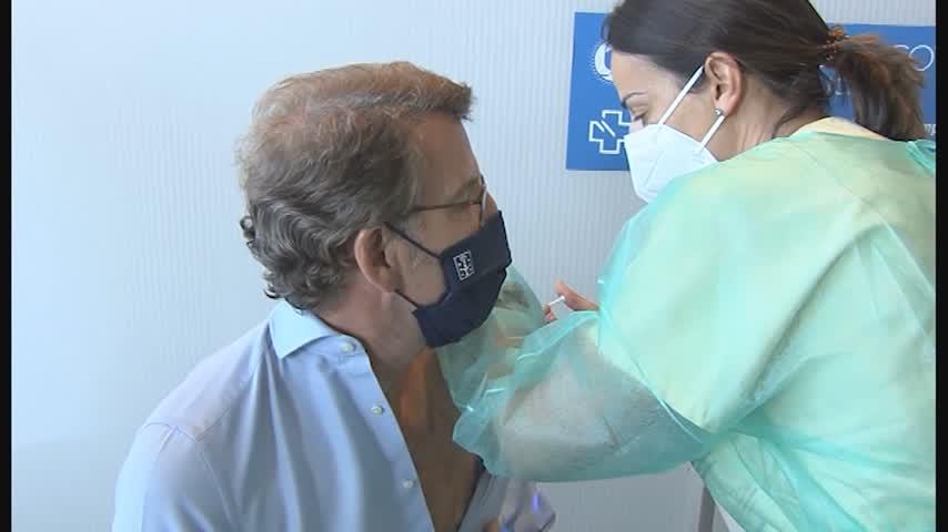 Feijóo recibe la vacuna y espera que en septiembre ya haya inmunidad de rebaño