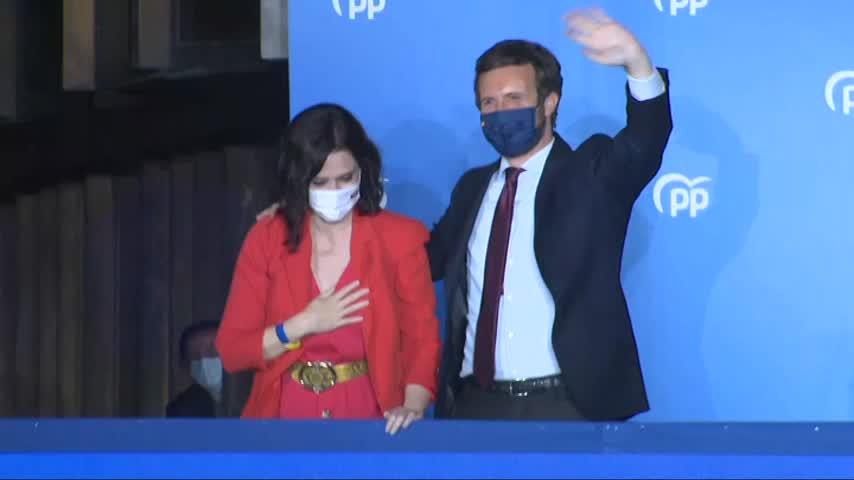 Ayuso y Casado celebran la clara victoria del PP en Madrid