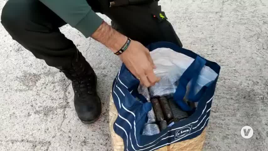 Detenido en Cádiz un matrimonio que viajaba en su coche con su hija y 12 kilos de hachís