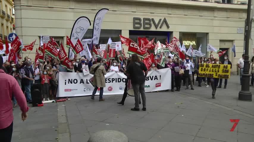 Los trabajadores de BBVA se manifiestan contra el ERE que supondrá casi 400 despidos