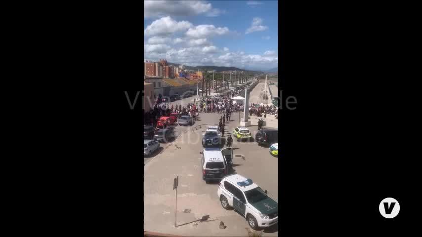 Dos fallecidos tras naufragar su embarcación en La Línea