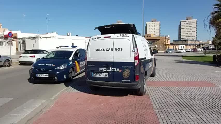 Un centenar de agentes participa en una operación antidroga en la Casería y Bazán