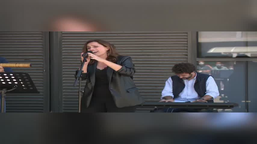 El jefe de Neurología en Quirónsalud Málaga compone una canción dedicada a la Enfermería