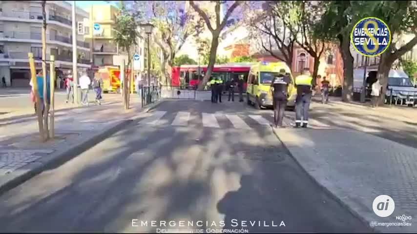 Una menor de 16 años herida tras ser atropellada por un autobús urbano en Sevilla