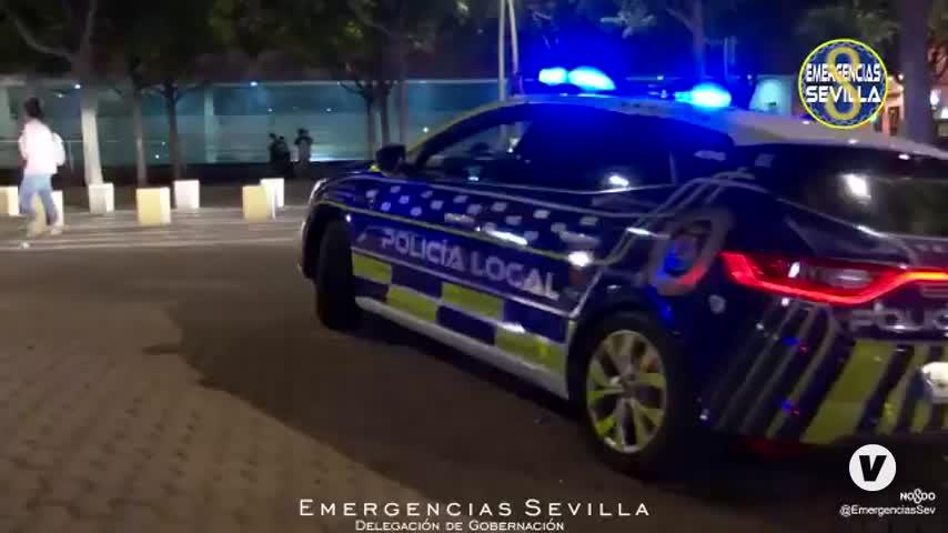 Vecinos del centro de Sevilla hacen caceroladas por su derecho al descanso