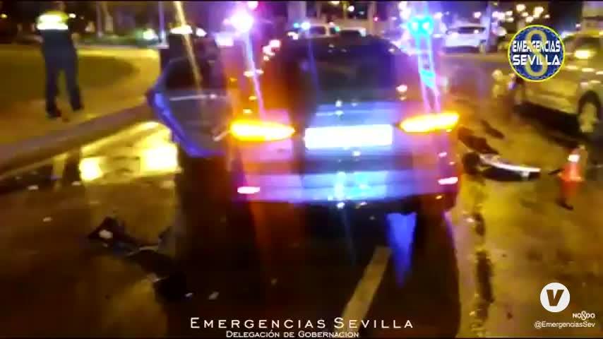 Choca en una glorieta tras una persecución en Sevilla al huir de un control de alcoholemia