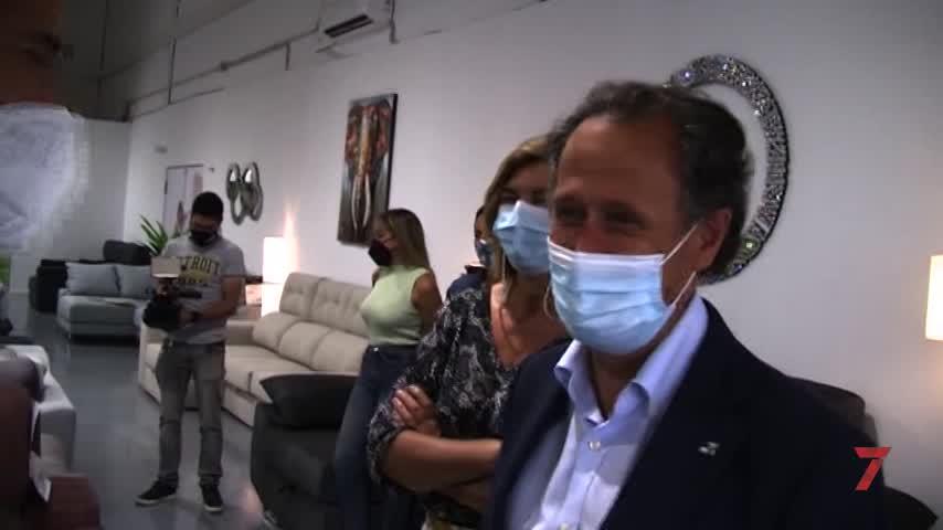 El alcalde de Chiclana inaugura el nuevo establecimiento 'Interiores'