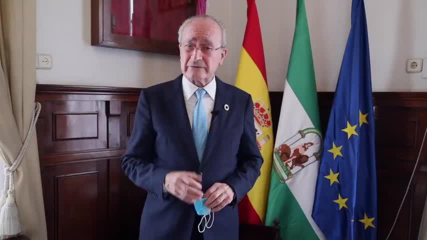 El alcalde de Málaga anima a los jóvenes a ser cuidadosos frente al COVID en vacaciones