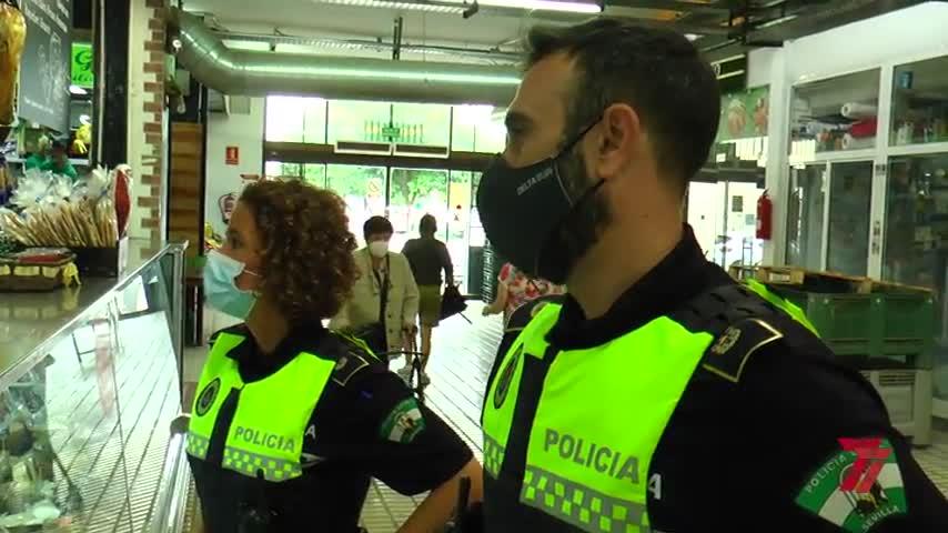 Los policías locales de barrio: los vecinos más esperados en Sevilla