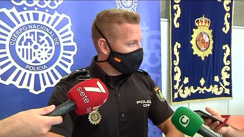 Un policía salva la vida en Cádiz a su vecina que se atragantó con un trozo de carne