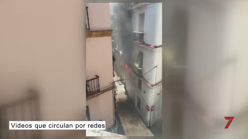 Un hombre muere atrapado en un incendio en una vivienda del centro de Cádiz