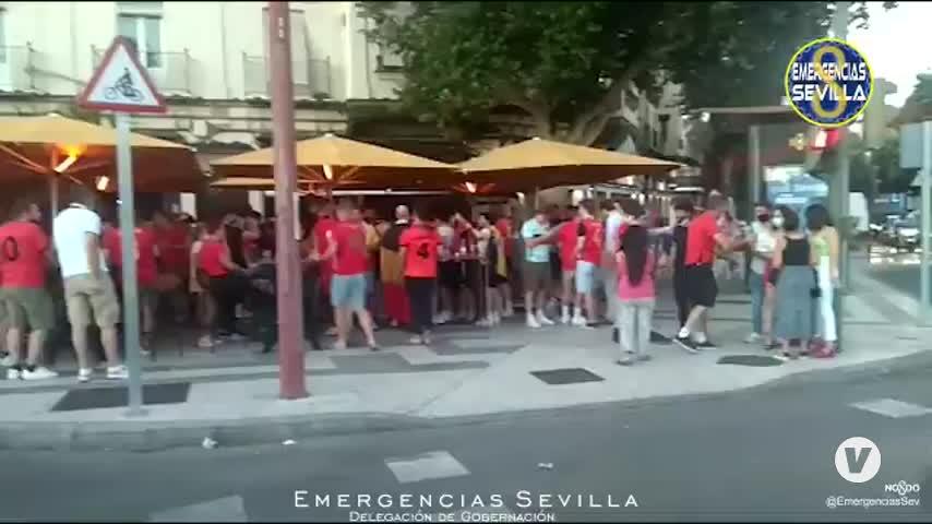 Disuelta concentración de 60 hinchas belgas en Sevilla y desalojado un bar con 46 personas