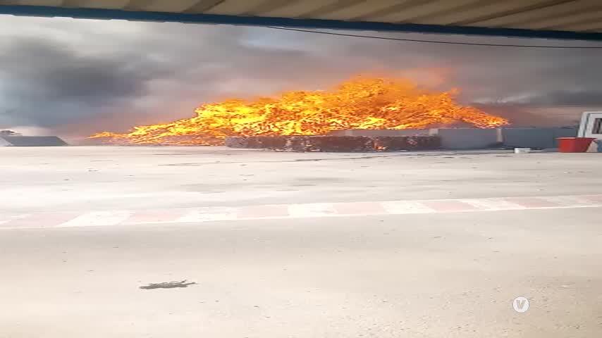 Un incendio siembra el caos en una planta de reciclaje ubicada en el Camino de El Portal