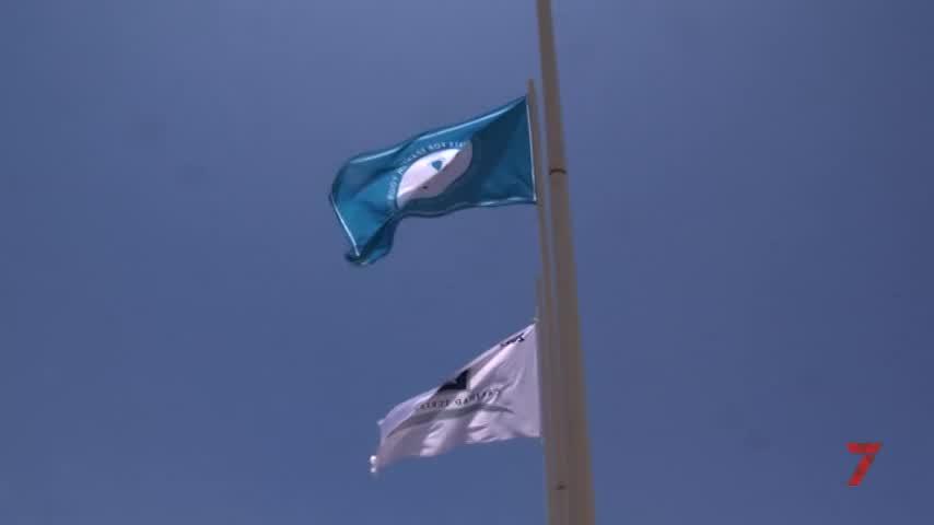 Las Banderas Q y 'Safe Tourism Certified' ya lucen en Sancti Petri y La Barrosa