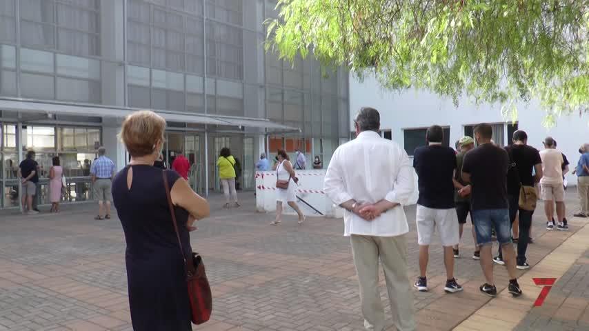 Colas en el Campus universitario de Jerez para vacunarse sin cita