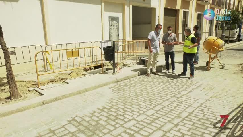 Obras complementarias de acerado y pavimento en la calle Ponce