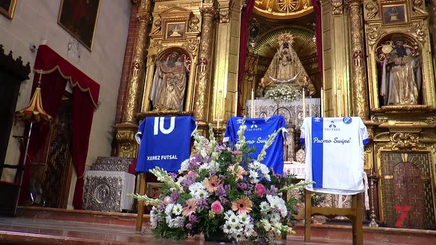 Tradicional ofrenda floral del Xerez DFC a la Virgen de la Merced