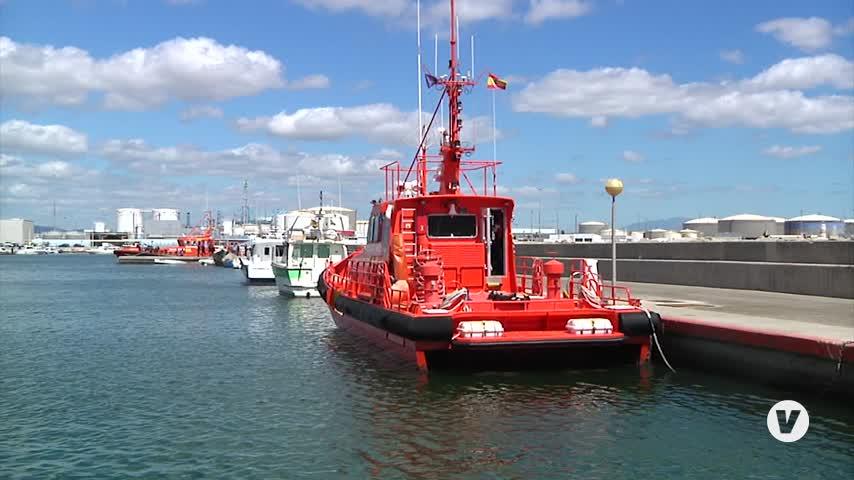 Trasladan a Algeciras a 53 inmigrantes, entre ellos dos menores, rescatados en el Estrecho