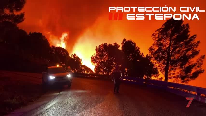 El incendio de Sierra Bermeja suma ya más de mil personas desalojadas