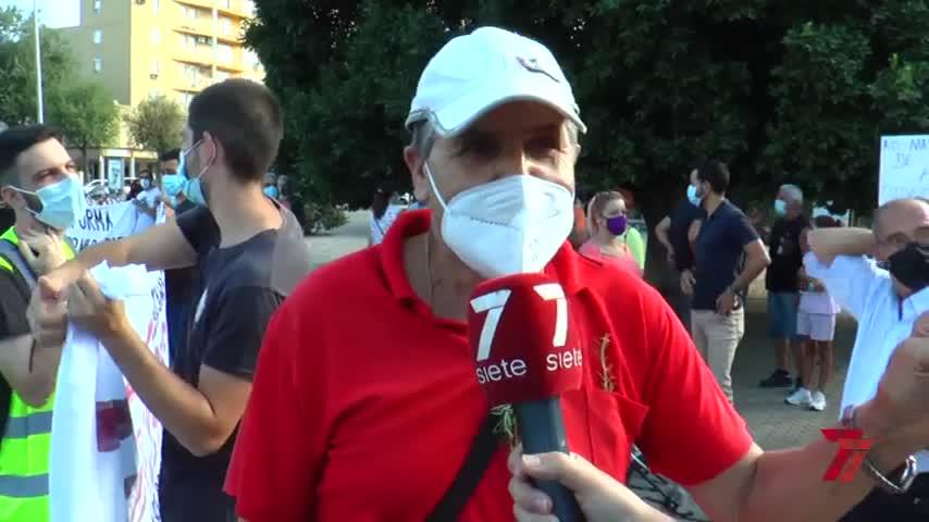 Vecinos de la zona norte de Sevilla protestan por los