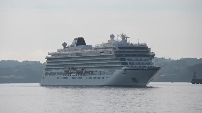 El puerto de A Coruña recibe el primer crucero desde el inicio de la pandemia