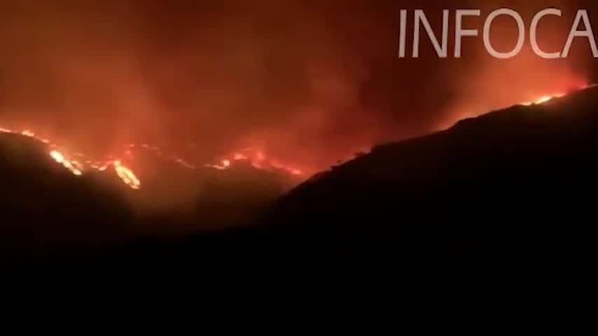 Los medios aéreos retoman sus tareas contra el fuego de Sierra Bermeja en Málaga