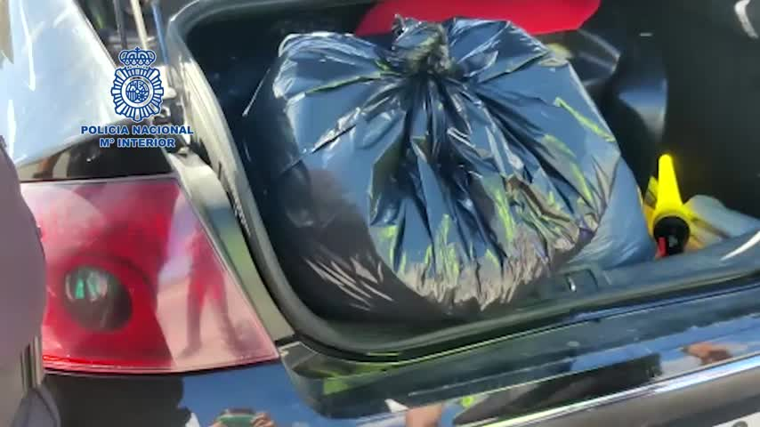 Dos detenidos por llevar más de ocho kilos de marihuana en el maletero de un coche