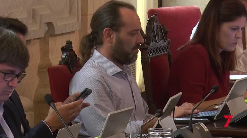 Cassá y De la Torre escenifican un acuerdo que no convence a la oposición ni a Cs