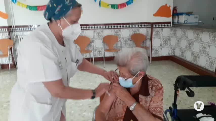 Comienzan a administrar la tercera dosis de la vacuna en residencias de mayores de Málaga