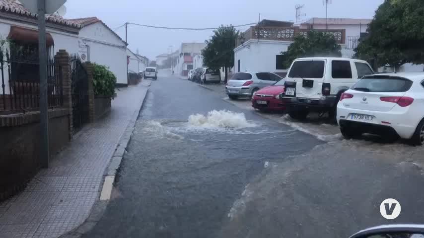 Las fuertes lluvias arrasan y dejan a su paso graves inundaciones en la costa de Huelva