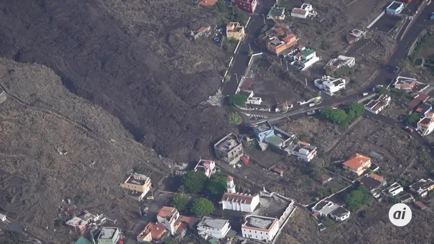 La erupción continúa, con fases más explosivas, tras arrasar 240 hectáreas