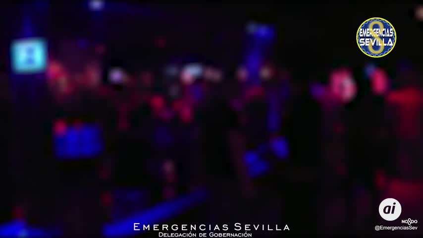 Desalojan a casi 600 personas de dos locales en Sevilla