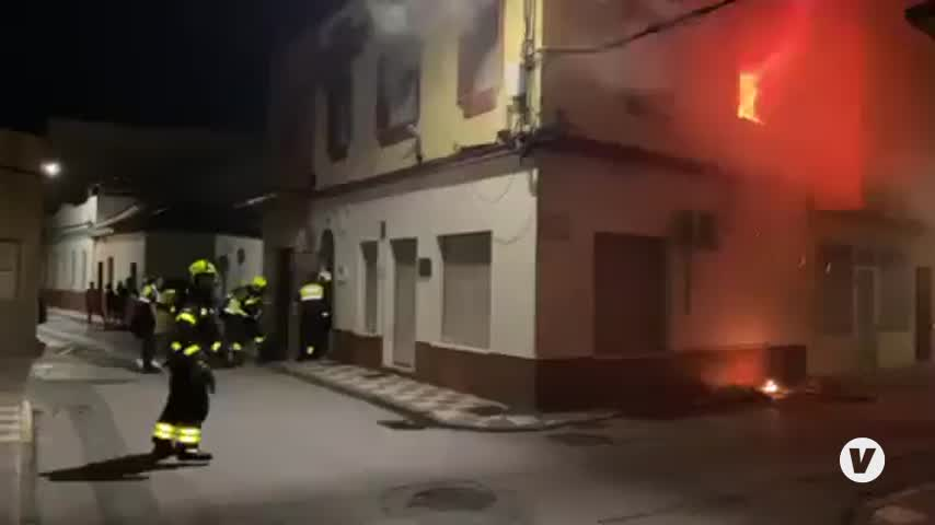 Arde una vivienda ubicada en La Línea sin nadie en su interior