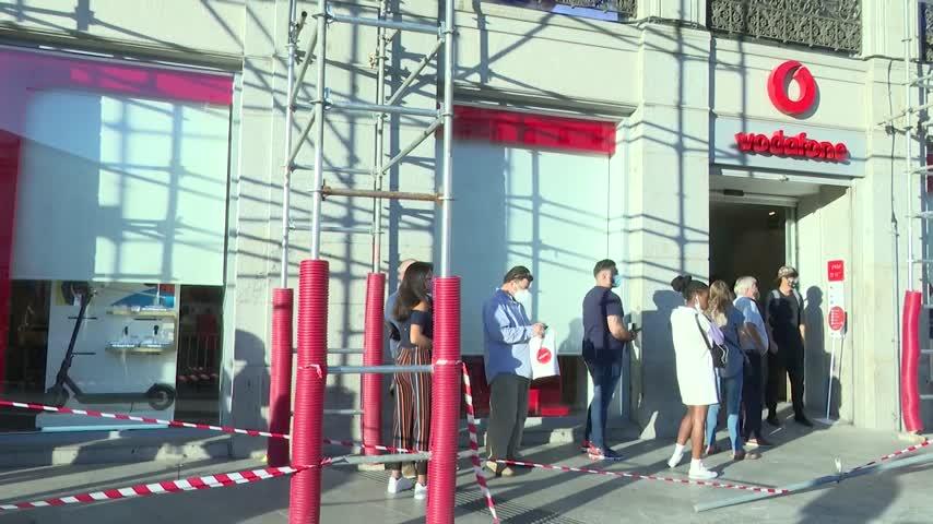 Vodafone anuncia a los sindicatos el cierre de sus 34 tiendas en España