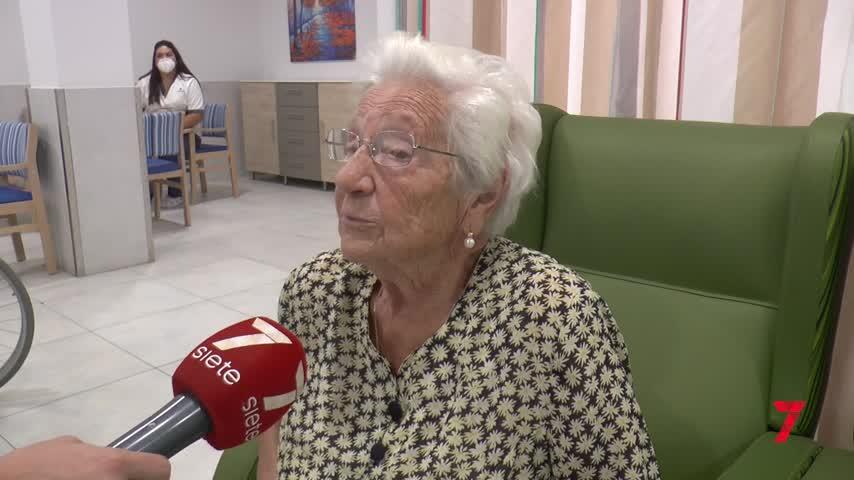 La tercera dosis mantiene la vida social de los mayores